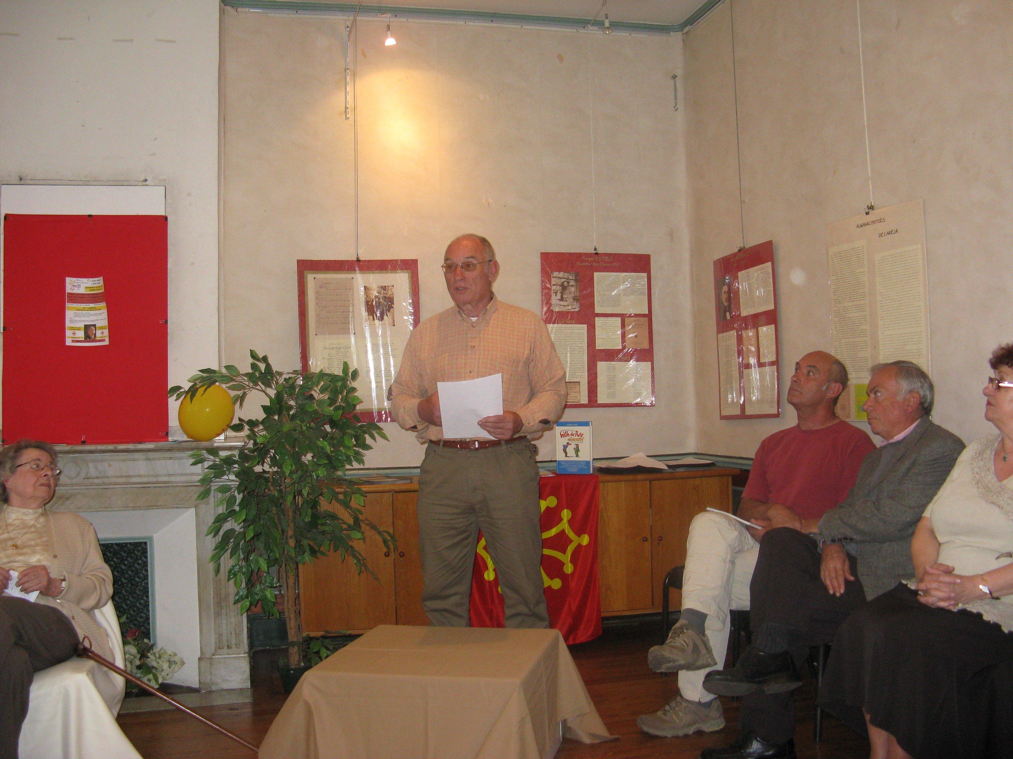 Lecture en occitan d'un texte d'Adelin Moulis par Paul Garrigues.